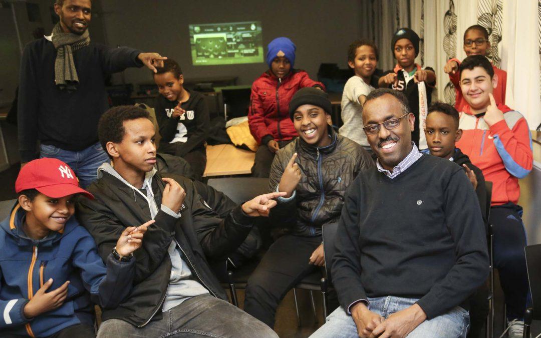 Abdi-Rahman har startet en lektiecafé: Vi bliver nødt til at hjælpe vores børn